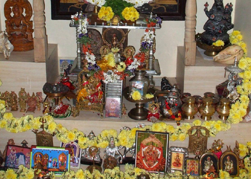 how to place idols in pooja room